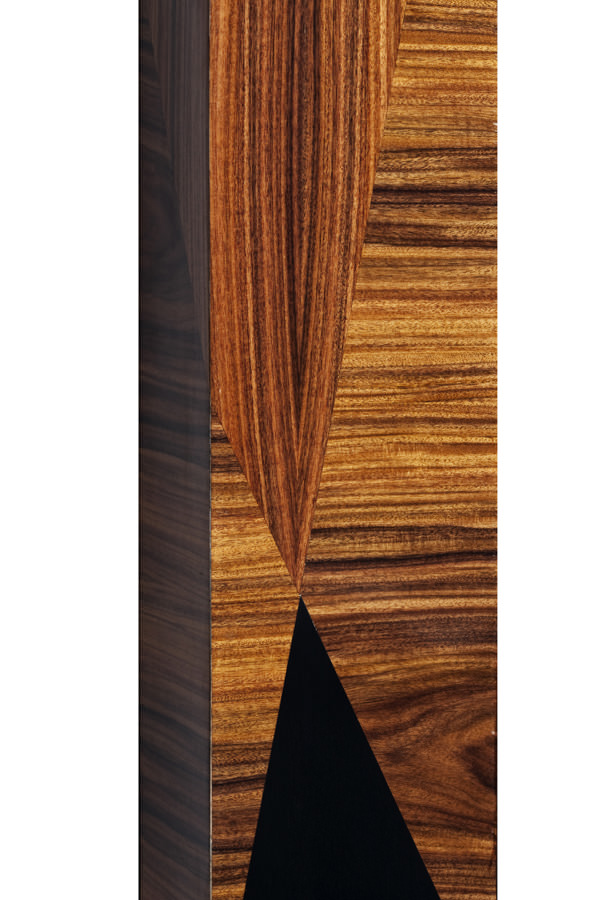 The result on using contrasting woods and different orientation of the wood grain is stunning and it accentuates the geometric lines of this piece. Bespoke size and material (...)