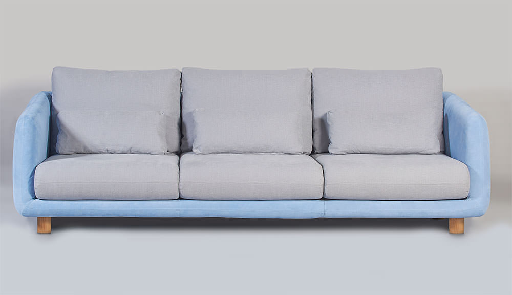 Hazel Sofa combines the best nature has to offer: solid wood on the structure, cotton and linen on the fabric and reversed leather in the arms and back for a different look. (...)