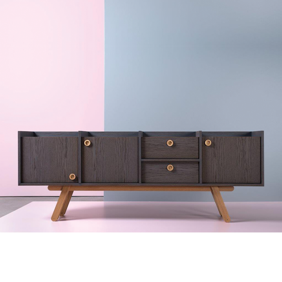 The Bracara Sideboard, a piece that combines traditional craftsmanship and contemporary design, conveys a solid and classy appearance with a touch of playfulness. The design (...)