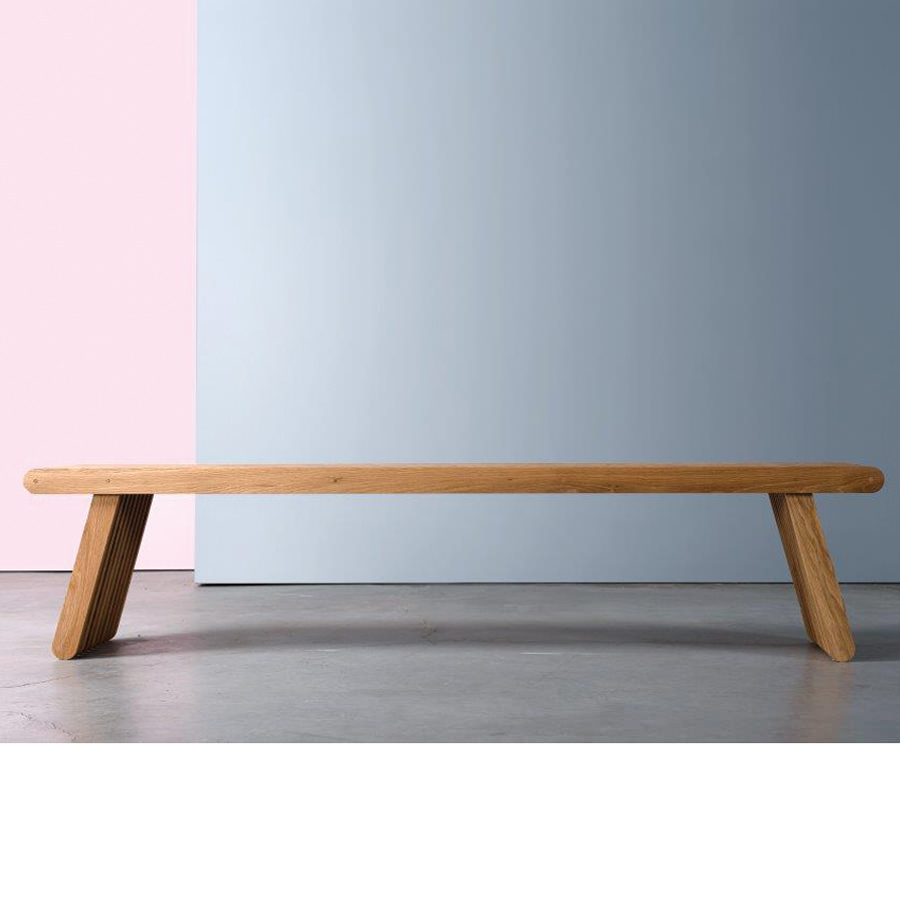 The Bracara bench is the work of fine, almost sculptural carpentry. Traditional knowledge and artisanal techniques are used to join the wood. This bench has numerous possible (...)