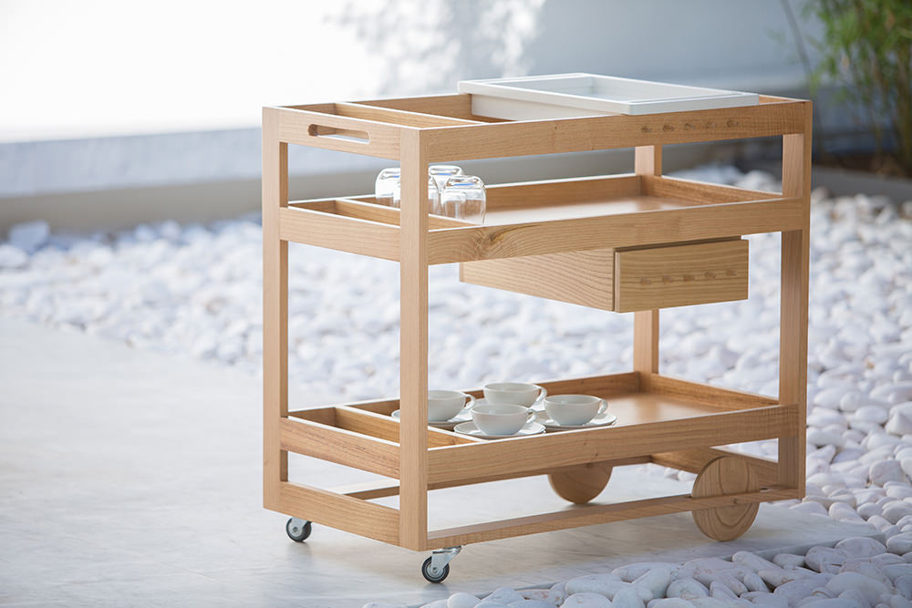 Full of charm and functionality, this expertly crafted cart is a great addition to any busy home, making entertaining extra special!  Traditional knowledge and artisan (...)
