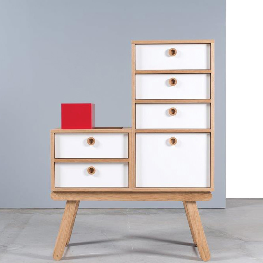 With its small drawers and a large one, it´s perfect for clothes, toys or other console accessories. Traditional knowledge and artisanal techniques are used to join the (...)