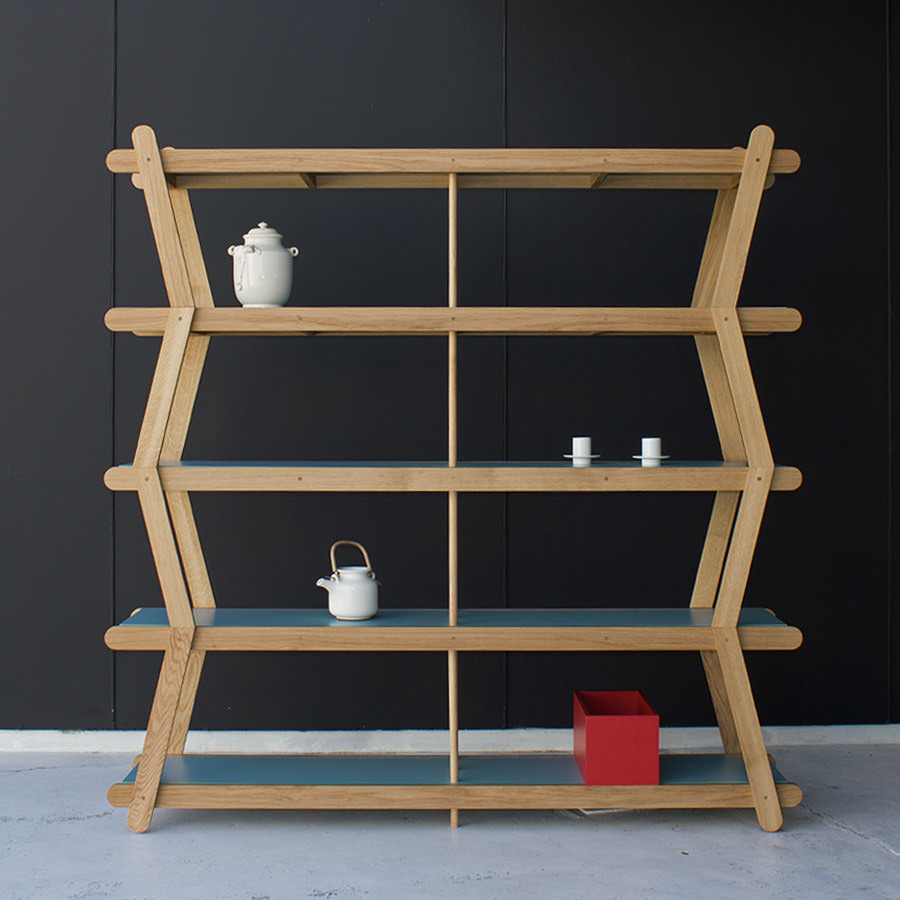 Works well as a free standing piece of furniture as well as against a wall. Traditional knowledge and artisanal techniques are used to join the wood, no metal fixings. (...)