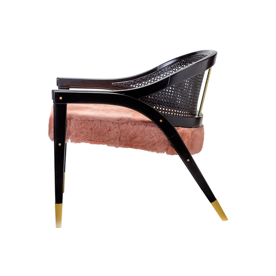 It is made of black lacquered wood, caned backrest and pink rabbit fur seat. This chair offers lightness and elegance in its lines. Bespoke size and material options (...)