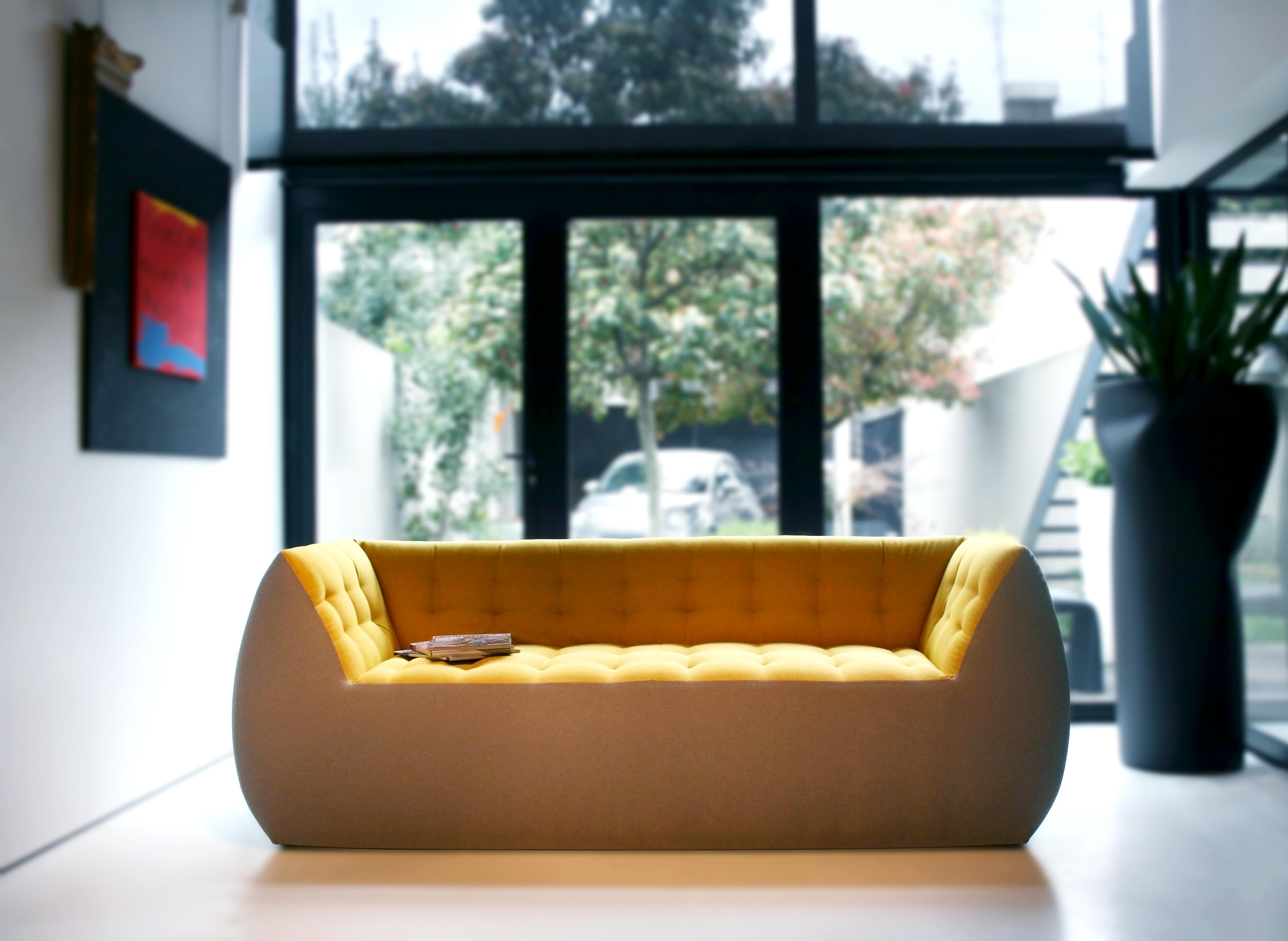Coziness was Marco Serracca number one priority when he designed Spongy. The chromatic contrast between the inside and outside of the sofa brings out its superior comfort and (...)