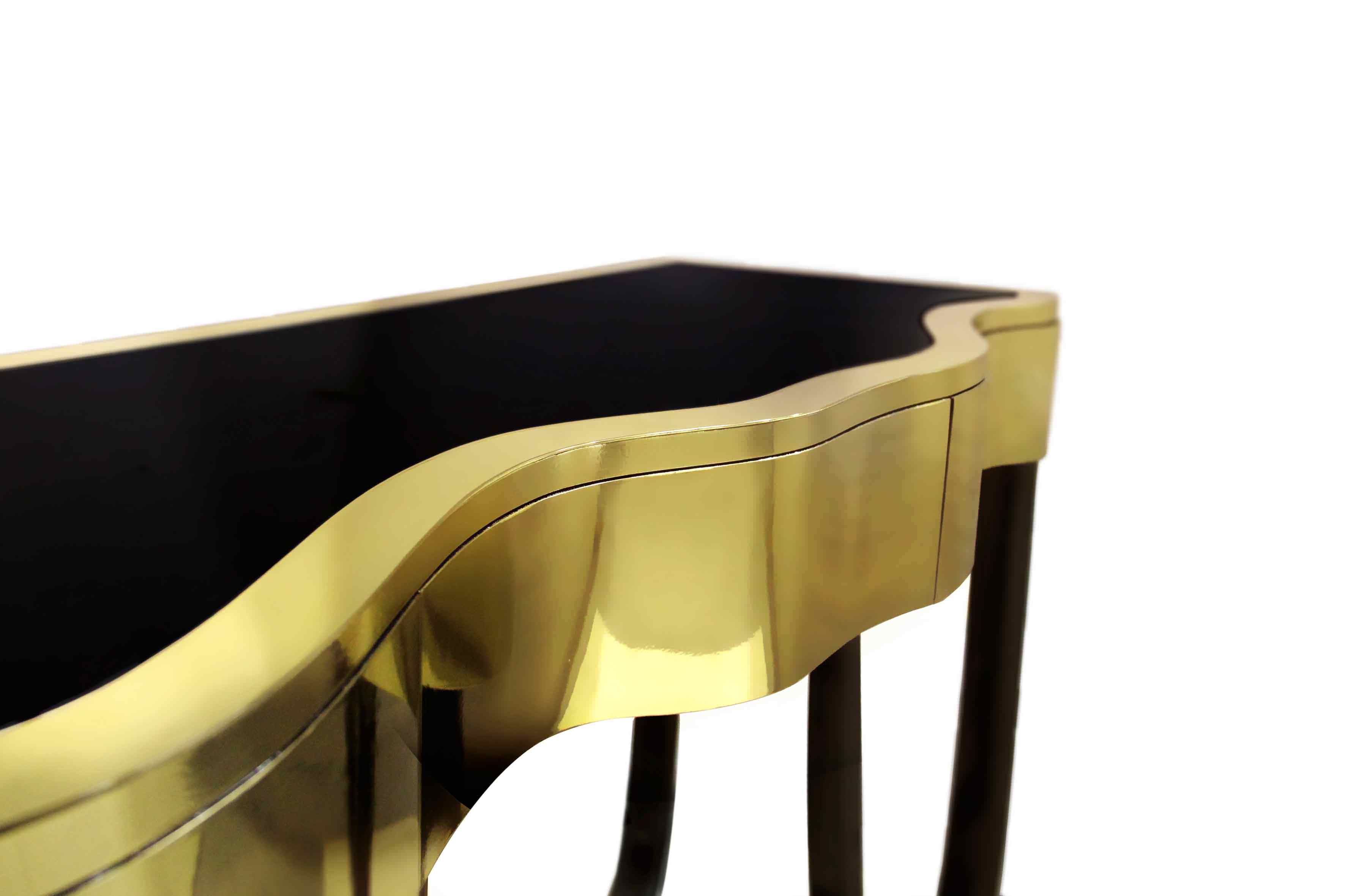 Sinuous Console - Products