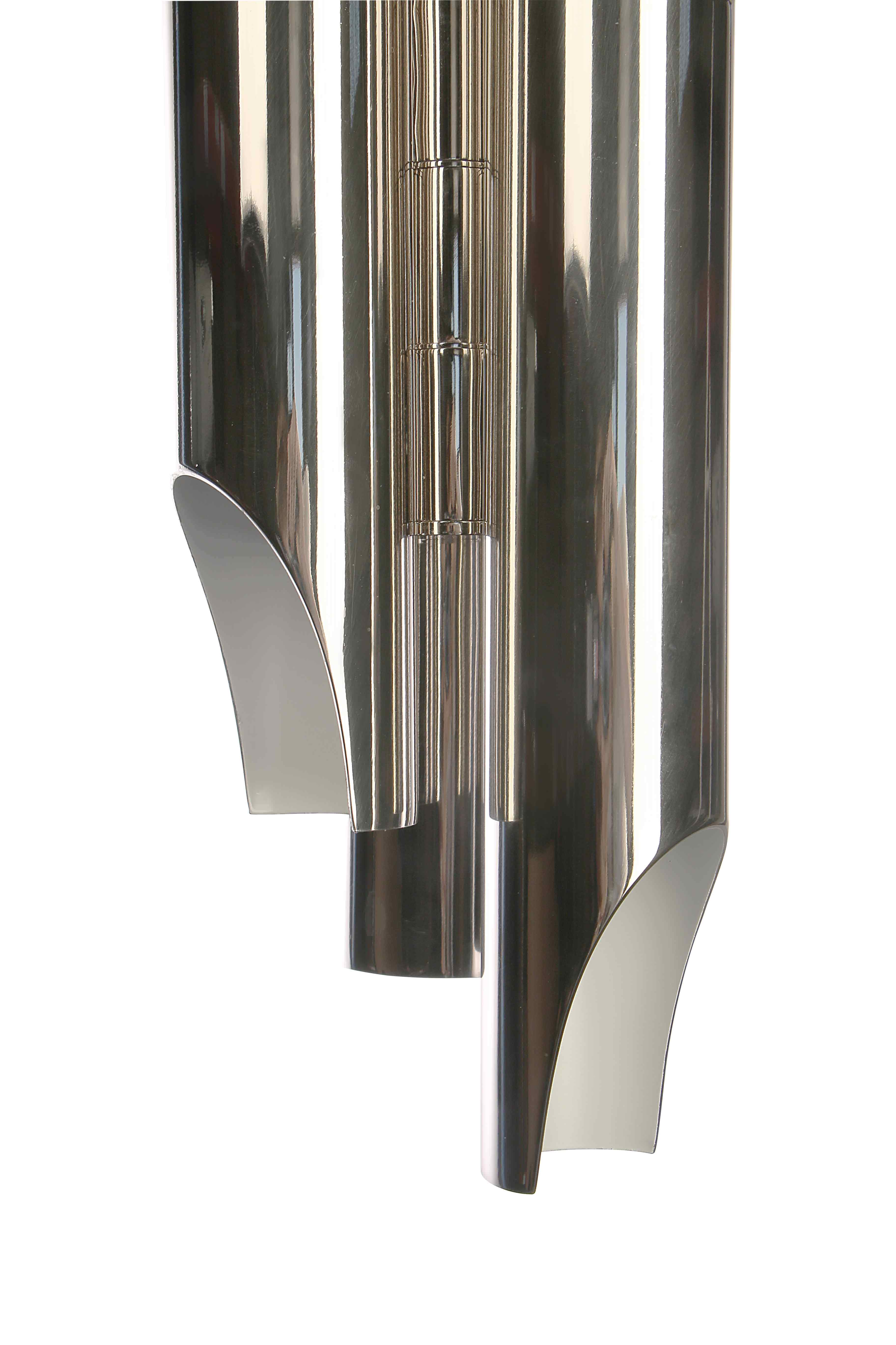 Up to 5 tubes and with a structure tailor-made in steel, Galliano produces a unique and gorgeous lighting effect. The contrast between the gold-plated interior finish and the (...)
