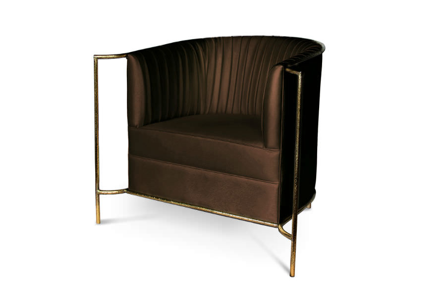 Ignite your desire to be wanted in the comfort of this provocative fully upholstered armchair. A matte gold hammered band outlines its curves the way the mind outlines the (...)