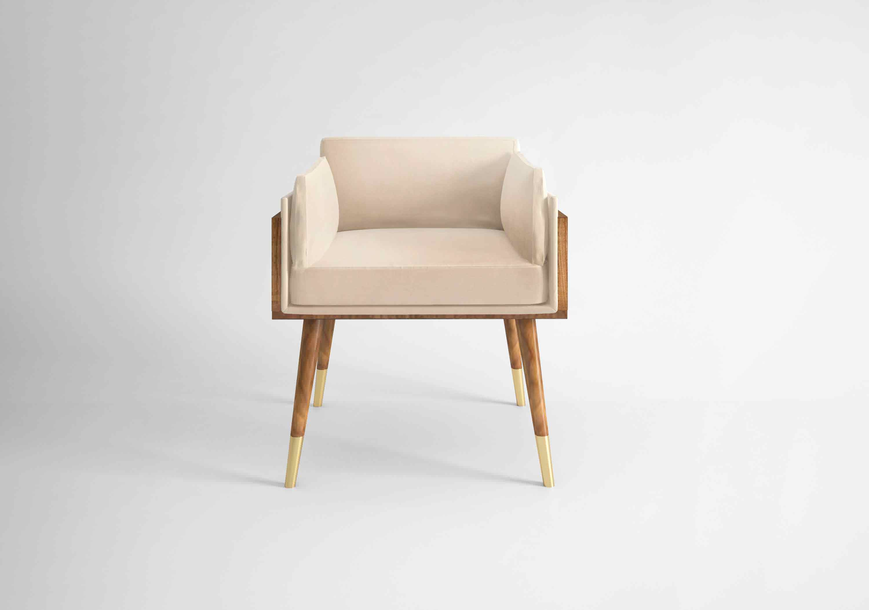 Nakita is a mid-century modern dining chair that looks simply stunning whith its soft lines. Upholstered in Cream Cotton Velvet combined with a structure and legs in Figured (...)