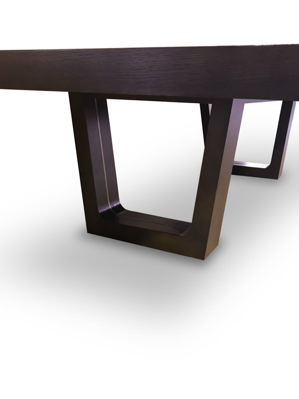 Sleek dining table - Products